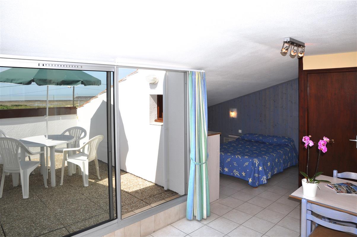 Chambre et studio 4 personnes hotel oleron hotels ile d 39 oleron site officiel des hotels de - Hotel chambre 4 personnes ...