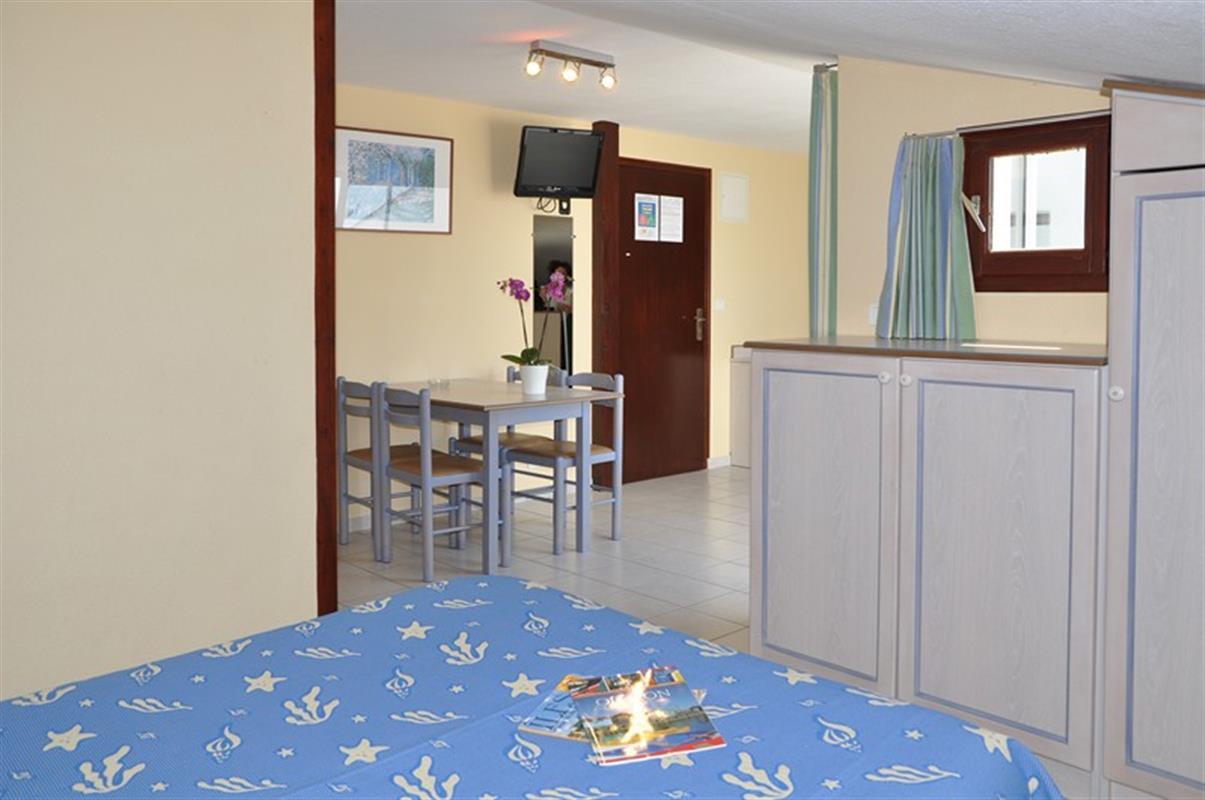 Chambre et studio 4 personnes hotel oleron hotels ile for Chambre 4 personnes